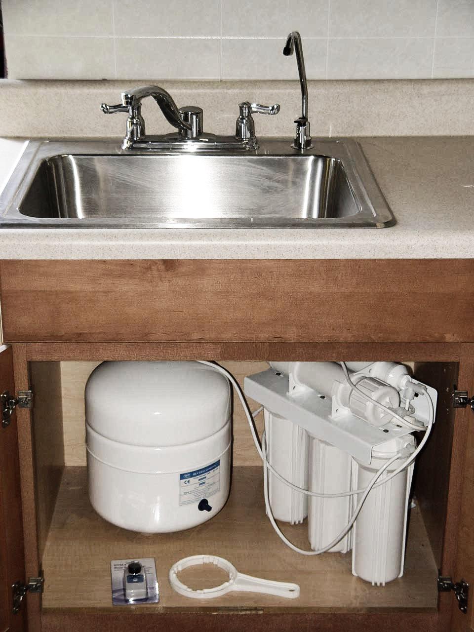 under-sink-ro-unit installation1